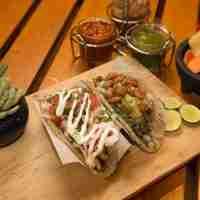 Tacos (con tres salsas)